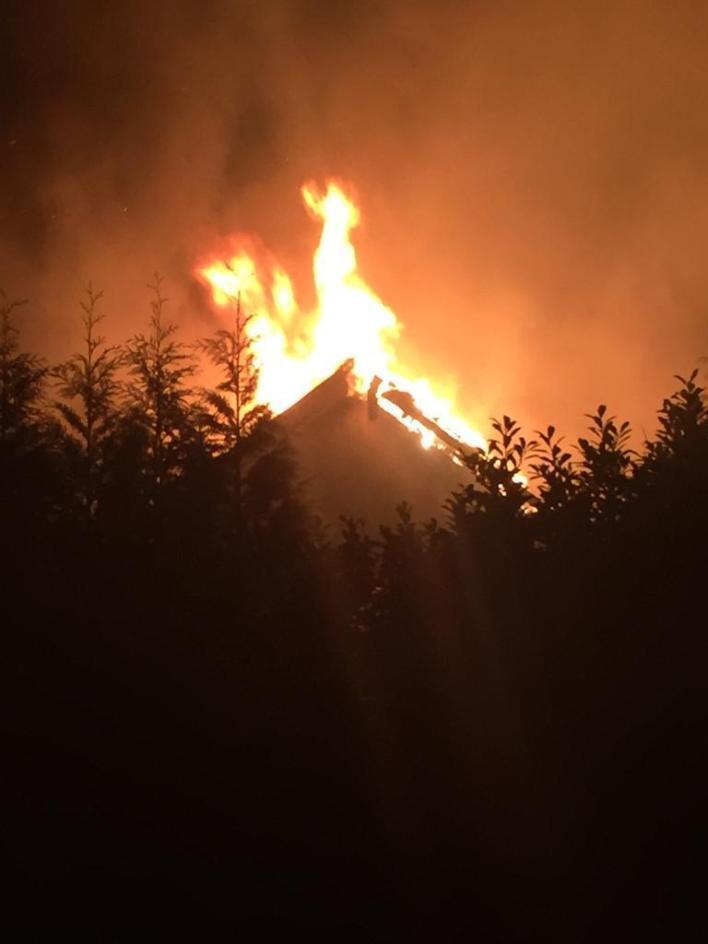Yangın evine hızla yayıldı