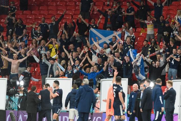 İskoçyalı taraftarlar Wembley'de güzel ses çıkardı