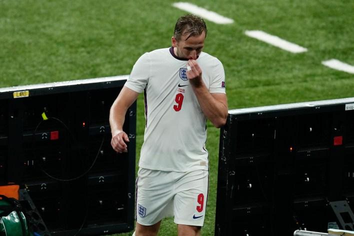 İngiltere bocalarken Kane zor bir gece daha geçirdi