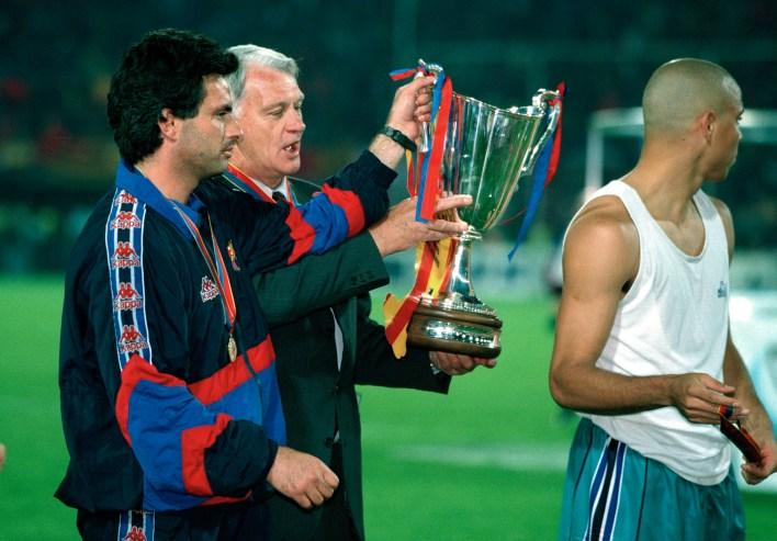 Mourinho, Barcelona'da Sir Bobby ile çalıştı ve bir koç olarak gelişmesine yardımcı olduğu için ona teşekkür etti.