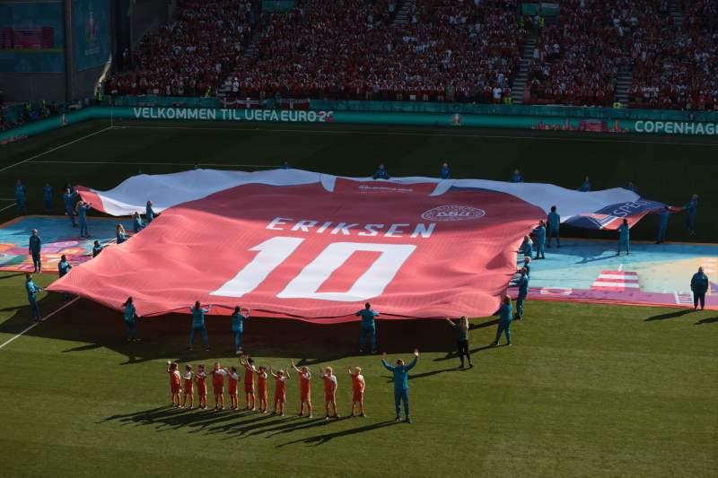 A huge Eriksen shirt was unveiled before kick-off
