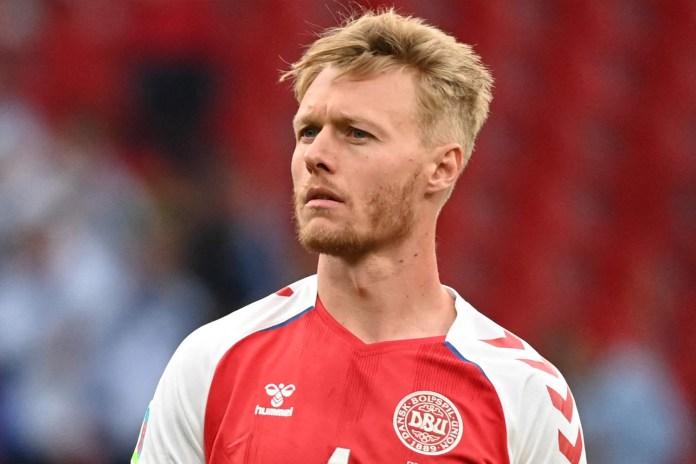 Simon Kjaer garantiu que Eriksen não engolisse a língua, fez com que o time formasse um escudo em torno de Eriksen, antes de confortar a namorada de seu companheiro