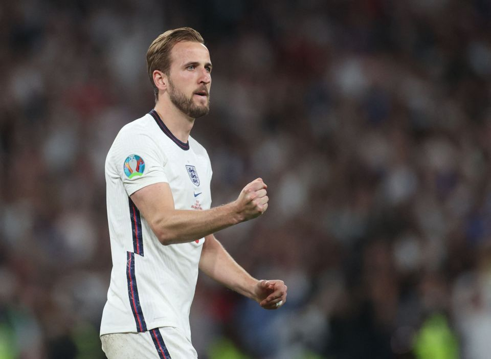 Harry Kane continues to stay away from Hotspur Way as rumors of a move to Man City continue