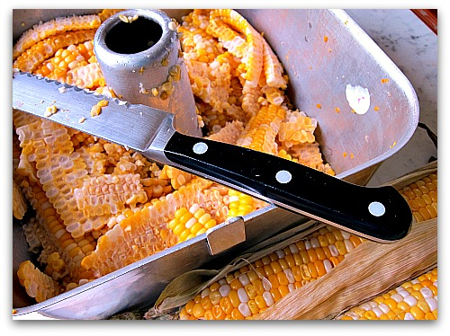 best way to cut corn off the cob - with an angel food cake pan