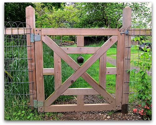 Warn and Welcome: Old Bell for a New Gate