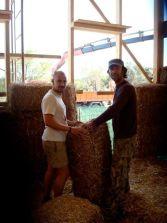Un voluntario y Javier- moldeando la bala
