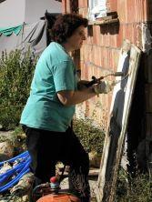 Mi madre, limpiando una ventana