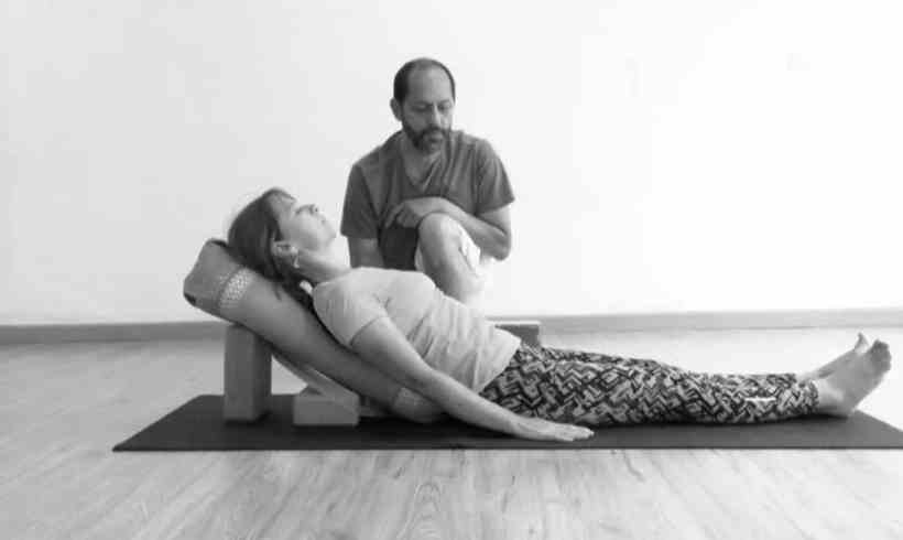 YOGA RESTAURATIVO, o Cómo Recobrar la Salud con Yoga