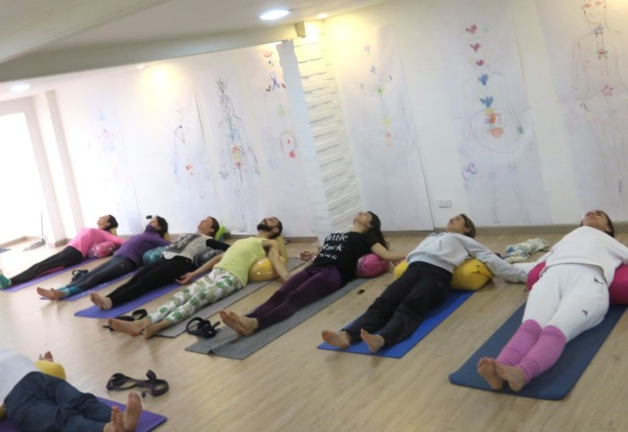 yoga restaurativo accesible