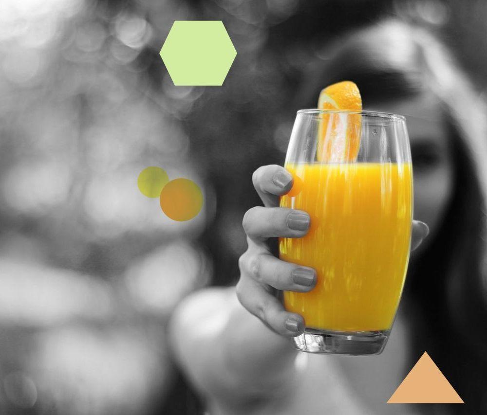 taller de salud .com chica mano zumo de naranja