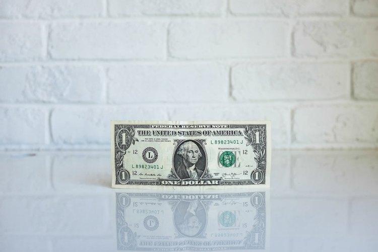 ¿Qué opciones tiene alguien joven para ganar dinero usando Internet?