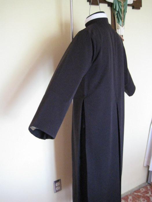 Talleres Ecelesiasticos Belen  sotana00  Productos