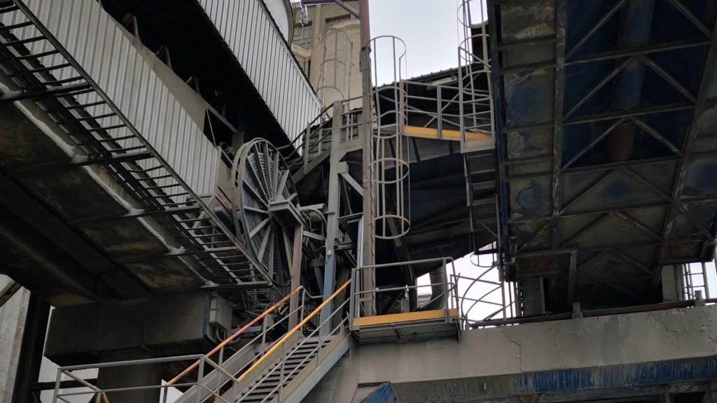 Enrollador Uniespira 60 mts 4x150 en muelle de cemento, Barcelona