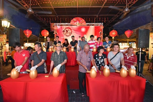 """15 winners striking the golden eggs to unveil their prizes during Tiger Beer's """"Celebration of Golden Prosperity"""" on-ground event"""