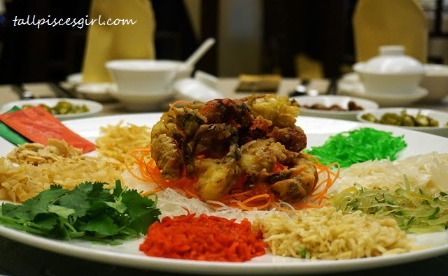 Yee Sang with Crispy Soft Shell Crabs (软壳蟹捞生)