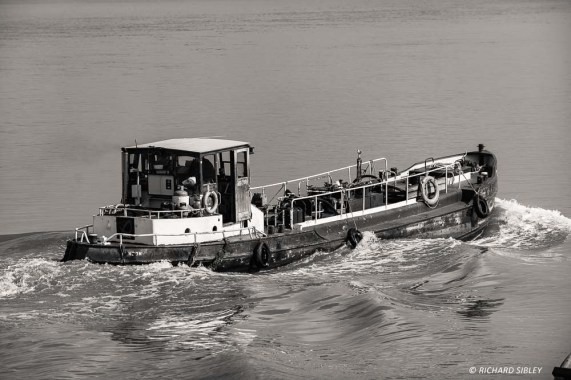 A river boat punching the tide