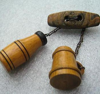 Vintage bottle & mug wood novelty pin / brooch - bakelite era