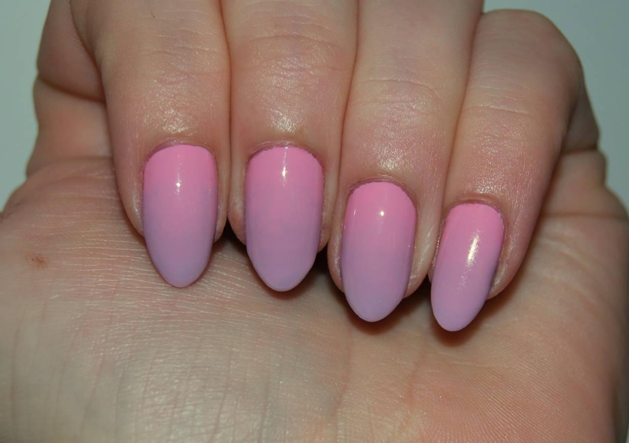Seventeen Pastel Gradient Nail Art