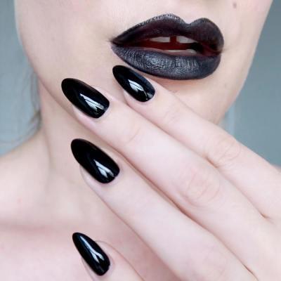 Matching black lipstick and nails - #TalontedLipsAndTips