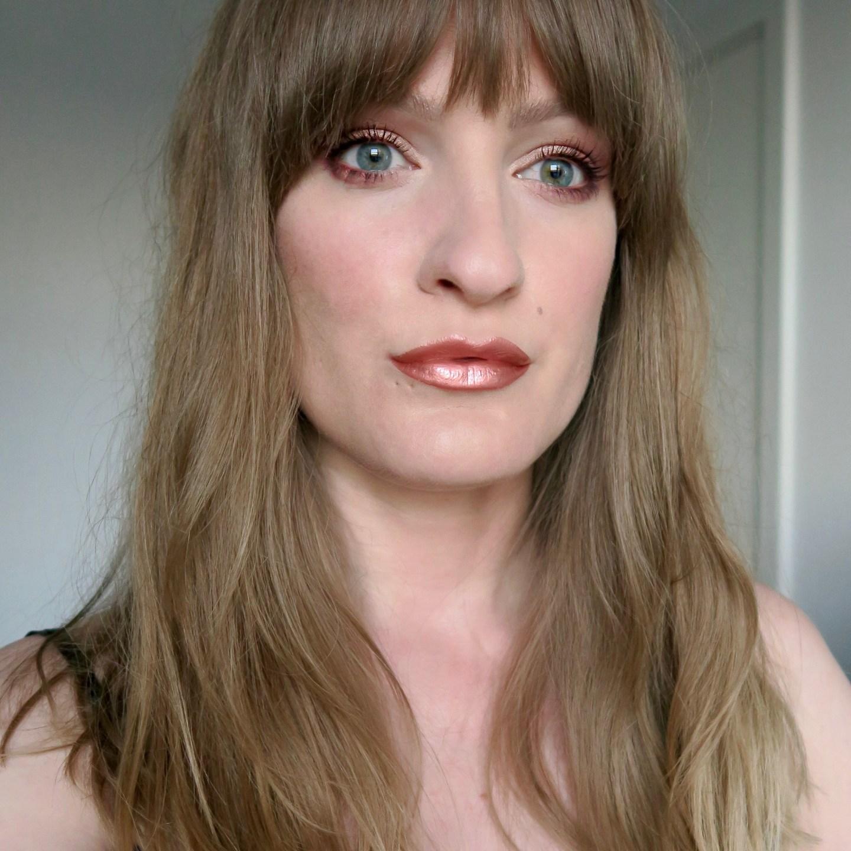Rose gold lipstick, smokey eye, long fringe (Glowy make up edit)