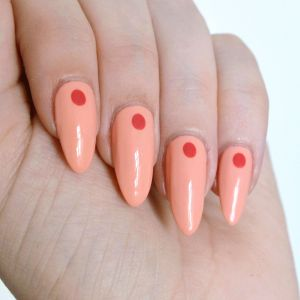 Minimalist nail art with CND Vinylux. Simple summer nail art.