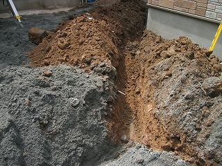 給排水配管用の穴掘り