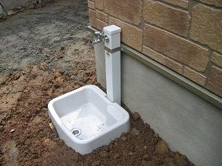 かなりコストダウンされた屋外散水栓