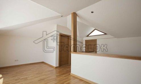 property_56f7b5308f9d2