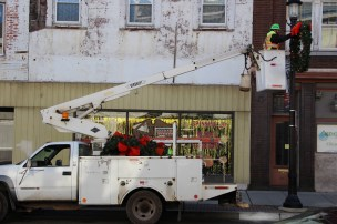Putting Up 70 Or So Christmas Decorations, Street Department, Downtown Tamaqua, 11-25-2015 (26)