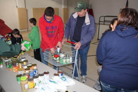 Tamaqua Troop, Pack, 777, Collecting, Sorting, Donations, Salvation Army, Tamaqua, 11-14-2015 (27)