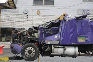 Tractor Trailer Overturns, US209, SR93, Nesquehoning, 11-5-2015 (115)