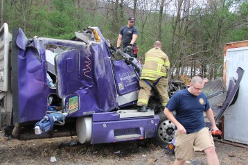 Tractor Trailer Overturns, US209, SR93, Nesquehoning, 11-5-2015 (12)