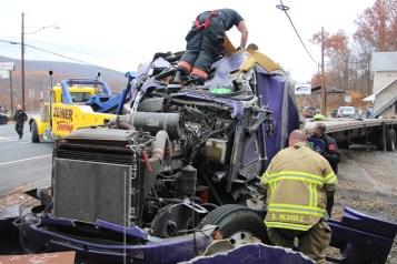 Tractor Trailer Overturns, US209, SR93, Nesquehoning, 11-5-2015 (27)