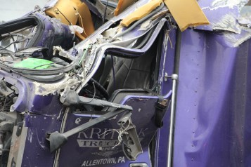 Tractor Trailer Overturns, US209, SR93, Nesquehoning, 11-5-2015 (63)