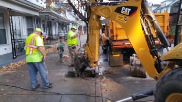 Water Department Repairing Service Line, 200 block of East Broad Street, Tamaqua, 11-6-2015 (7)