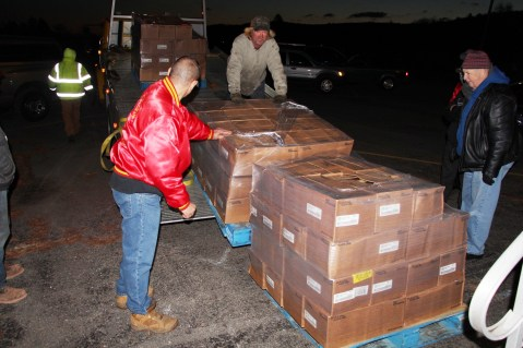 Hope's Towing and Collision Helps Deliver Holiday Hams for Salvation Army, Lehighton (26)