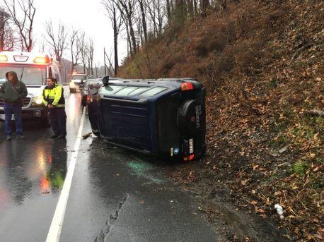 Overturned Vehicle, US209, Middleport, 12-1-2015, via Tuscarora Fire Company (3)