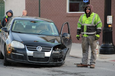 motor-vehicle-accident-intersection-of-broad-street-greenwood-street-tamaqua-1-13-2017-6