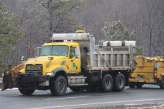 penndot-patching-pot-holes-interstate-81-near-frackville-1-25-2017-1