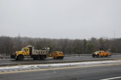 penndot-patching-pot-holes-interstate-81-near-frackville-1-25-2017-7