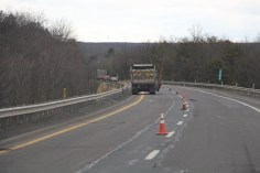 repairing-potholes-penndot-interstate-81-1-26-2017-9