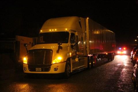 wrong-way-tractor-trailer-north-railroad-street-vine-street-tamaqua-1-23-2017-3