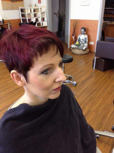Haarschnitte nach Wunsch, nachher mit Coloration