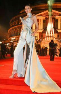 Gigi Hadid in Atelier Versace - British Fashion Awards 2016