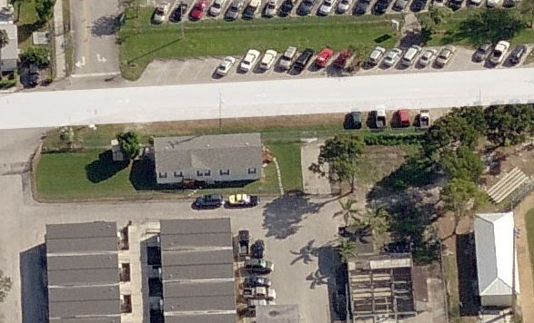 This cozy abode was right outside the baseball fields at this large High School in the Western part of Broward. You can even see the Trooper's car parked outside.