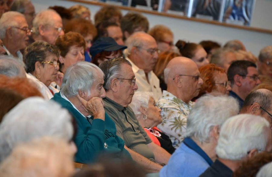 Kingspoint residents pack City Hall on Wednesday night.