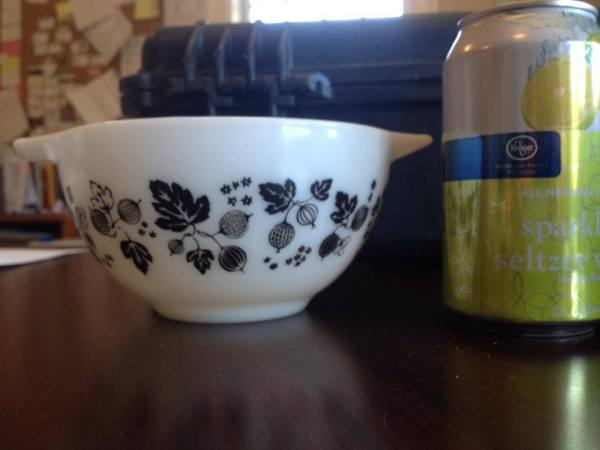 "Vintage (c. 1957-1966) Pyrex Cinderella Mixing Bowl in Black & White ""Gooseberry"" Pattern: 35,500 ppm Lead. [90 is unsafe]"
