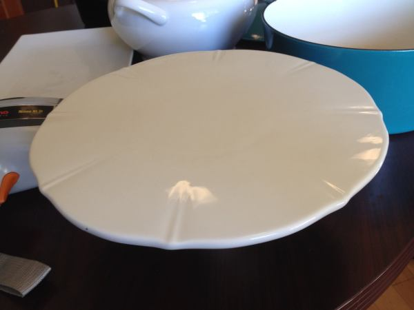 Linens & Things White Ceramic Cake Platter: 9,331 ppm Lead.