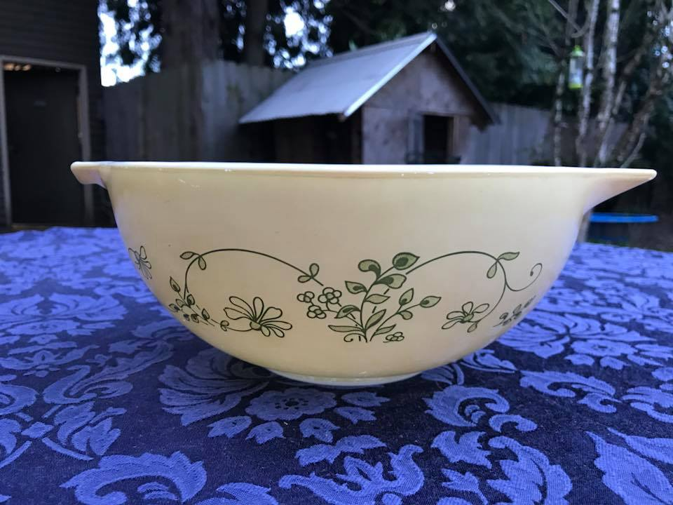 Leaded Vintage Shenandoah Cinderella Pyrex Mixing Bowl