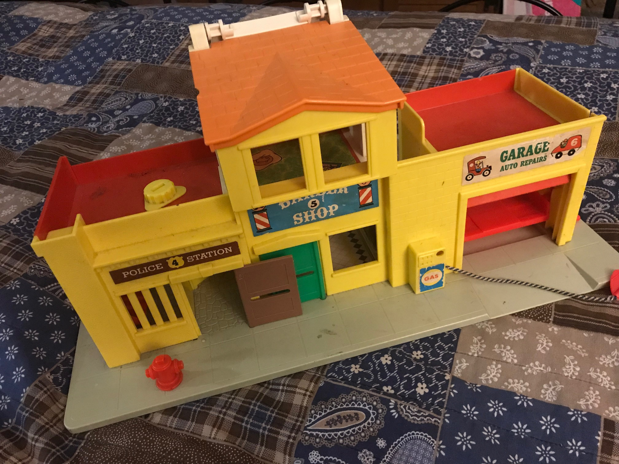 Vintage Fisher Price Little People Downtown Garage Set, A Game!: Guess how much Lead?